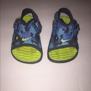Infant baby boy Nike sandals size 2c.